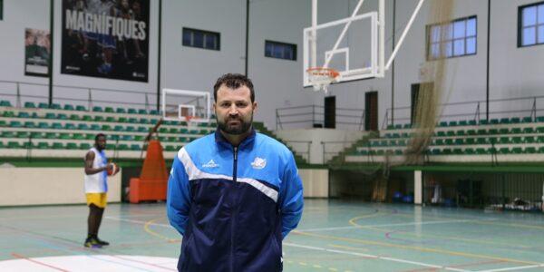 Nico Sánchez posa fi a la seua etapa en el Martínez Valls Bàsquet