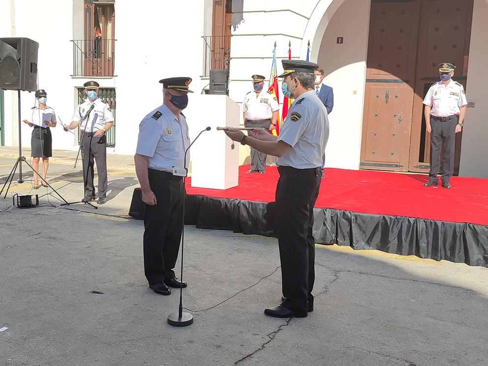 El Cap de la Policia Nacional rep el bastó de Comandament en un acte oficial El Periòdic d'Ontinyent - Noticies a Ontinyent