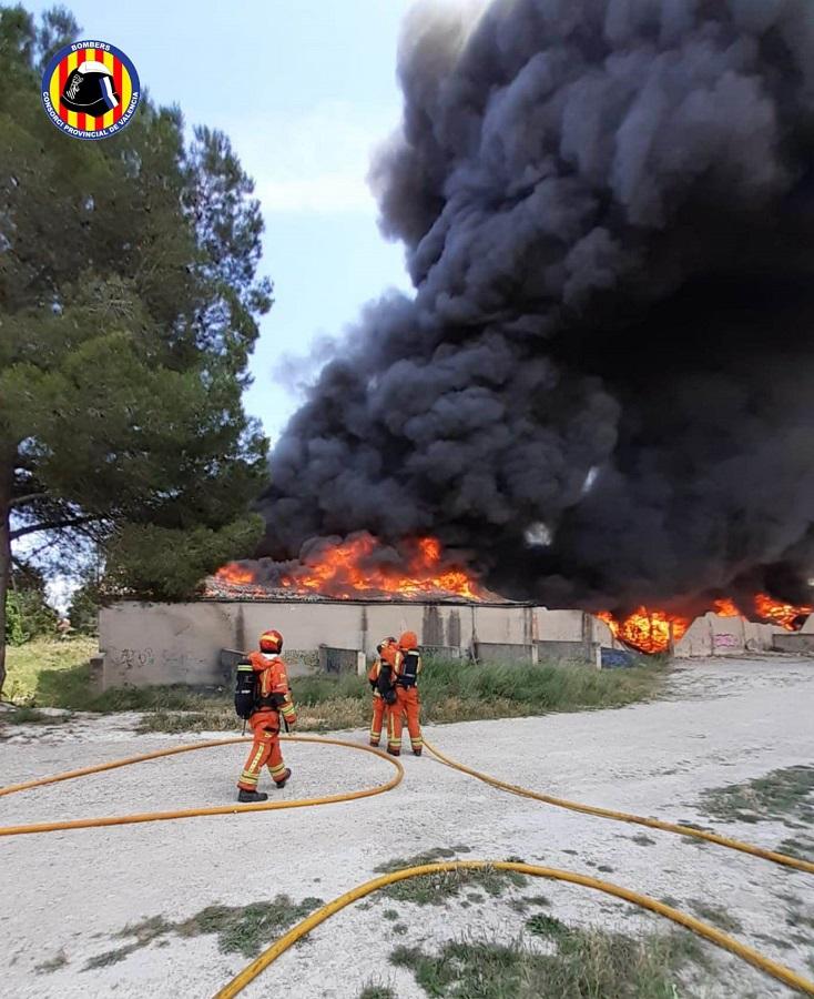 Espectacular incendi a un magatzem de l'Olleria El Periòdic d'Ontinyent - Noticies a Ontinyent