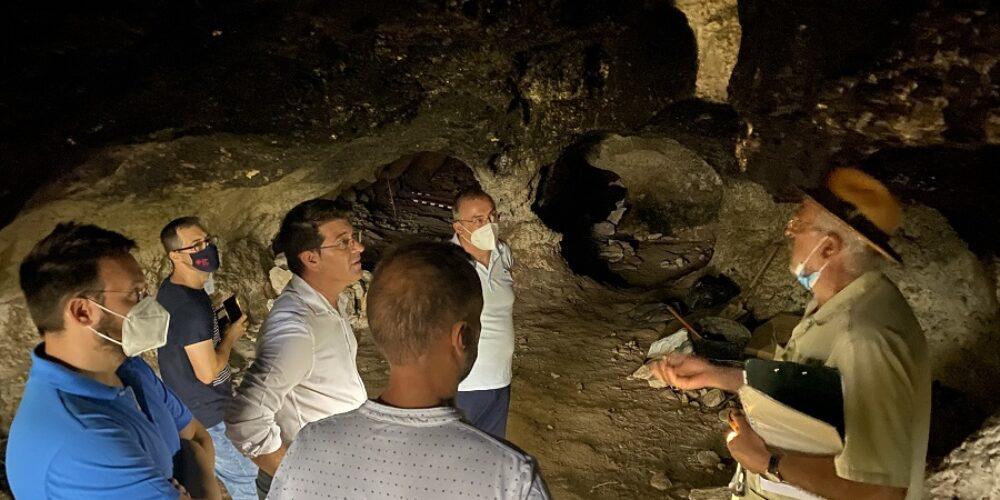 L'excavació de l'Abric de l'Hedra troba indicis de restes lítiques associades als neandertals