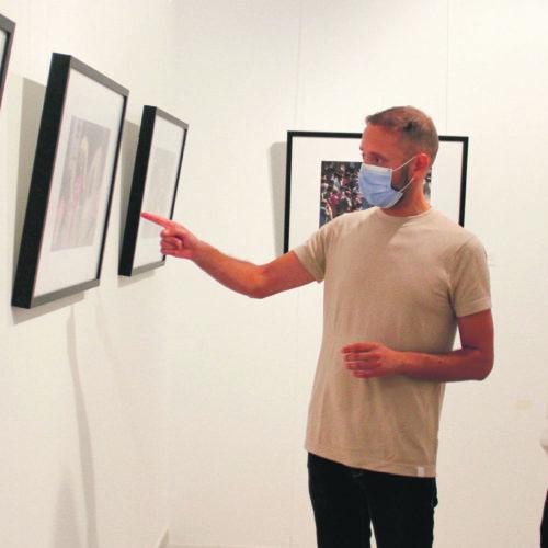 La societat valenciana dels anys 60 i 70 visita la Casa de la Cultura a través d'una exposició de Francesc Jarque