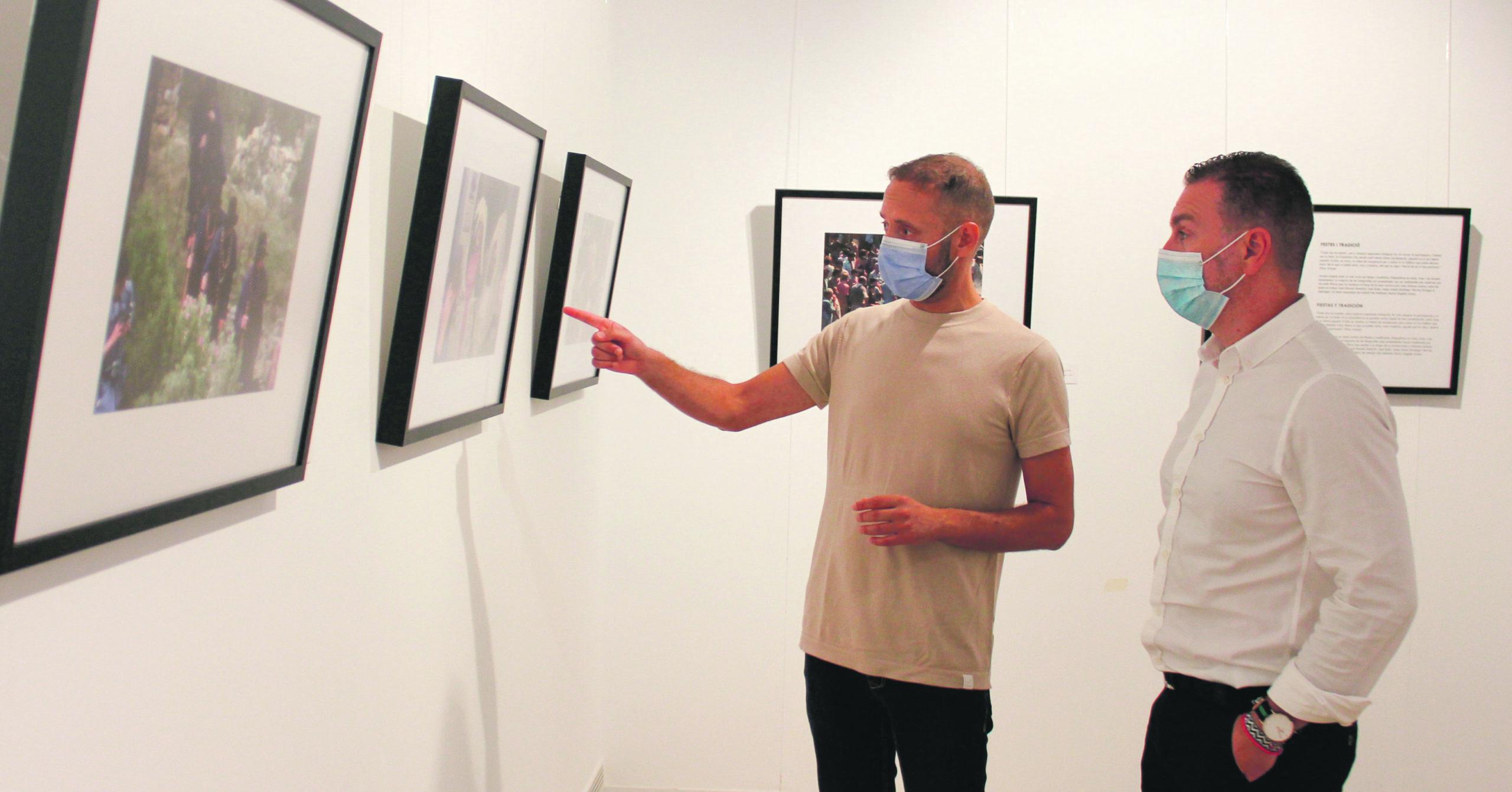 La societat valenciana dels anys 60 i 70 visita la Casa de la Cultura a través d'una exposició de Francesc Jarque El Periòdic d'Ontinyent - Noticies a Ontinyent